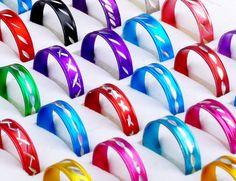 Conjunto de Anéis coloridos. 30 Anéis Tamanho e cores variadas. Material - liga de zinco. oportunidade para lojistas e revendedores
