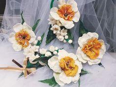 Felt flower. Нandmade felting. Валяні речі ручної роботи! Квітка-брошка. Повністю зроблена з вовни. Декорована штучними перлинами,, та декоруючим матеріалом.