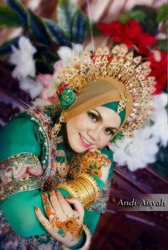 Wedding Bugis hijab Foto Wedding, Wedding Bride, Traditional Dresses, Ethnic, Wedding Inspiration, Makassar, Colours, Hijabs, Model