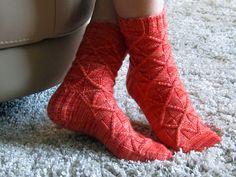 free pattern - knit socks - another diamond pattern