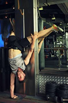 Single handstand