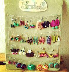 Estará en #guadalajara con algunas de mis creaciones la próxima semana!! Compañerxs tapatíxs, aprovechen la venida para encargarme algo! 😊 🎆🎆🎆 #chanchullo_artesania #aretes #pendientes #hechoamano #artesanal #aretesartesanales #joyeria #joyeriahechaamano #artesania #mexico #mexicomeinspira #gdl #handmade #handcraft #handicraft #handimade #artisanat #artisanal #faitmain #colores #colorido…