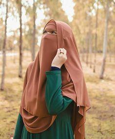 Arab Girls Hijab, Girl Hijab, Muslim Girls, Beautiful Muslim Women, Beautiful Hijab, Islamic Fashion, Muslim Fashion, Hijab Evening Dress, Niqab Fashion