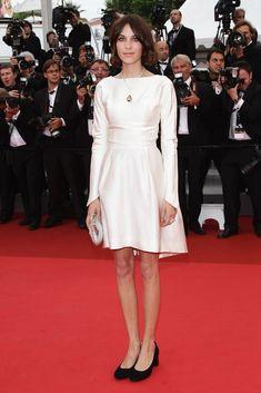 Alexa Chung de Balenciaga para la première de Sleeping Beauty en Cannes.
