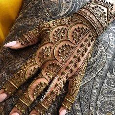 Modern Henna Designs, Indian Henna Designs, Back Hand Mehndi Designs, Latest Bridal Mehndi Designs, Mehndi Designs 2018, Henna Art Designs, Mehndi Designs For Beginners, Mehndi Design Photos, Wedding Mehndi Designs