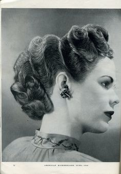 Retro Hairstyles Fashionable Forties: Hair-Styling How-to of the Hairdo 1940s Hairstyles, Cool Hairstyles, Wedding Hairstyles, Historical Hairstyles, Updos Hairstyle, Bandana Hairstyles, Baddie Hairstyles, Retro Updo, Pin Curls