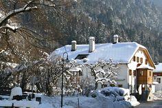 Spielehotel und Buchhotel Tschitscher im winterlichen Osttirol. Intimität mit viel Platz für Individualisten in der Spiele-, Lese- und Hörbuch-Oase in den Lienzer Dolomiten. #kinderurlaub #wanderurlaub #spiele #buchhotel #osttirol #spielehotel #erlebnisurlaub #bergtirol #erholung Hotels, Outdoor, Recovery, Games, Outdoors, Outdoor Games, Outdoor Living