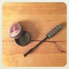Dans ce billet, Chantal vous partage sa recette miracle de mascara maison pour un grimage léger parfait! Woot woot!