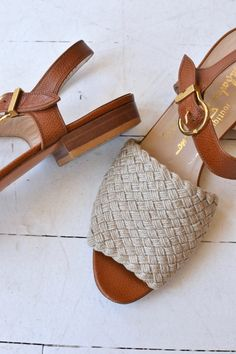 Vintage 1980s Salvatore Ferragamo ecru woven sandals with tan leather, open toe and side buckle. ✂-----Measurements fits like: us 6 | euro 36 | uk