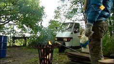HBB Strooigoed - Aflevering 430. In december komt Sinterklaas naar Nederland. En wat brengt hij mee? Strooigoed! Snoepjes die speciaal voor deze dagen gemaakt worden. feest  snoep  pepernoot  Sinterklaas