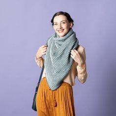 Sticka denna snygga skuggsjal i det läckra BabyWool-garnet. Sjalen är stor och varm, så den är perfekt som halsduk en kall vinterdag eller som sjal en kylig sommarkväll. Sjalen stickas från nacken och ner i två färger BabyWool, som du själv kan komponera ihop efter tycke och smak. Stickfasthet: 20 maskor och 36 varv = 10 cm i mönsterstickning och före tvätt. Mycket nöje! #hobbiidesign #hobbiikvarts #hobbiibabywool Easy Knitting Patterns, Shawl Patterns, Free Knitting, Circular Needles, Relief, Winter Day, Knit Or Crochet, Knitted Shawls, Stitch Markers