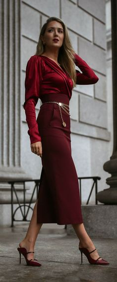 You don't need permission to wear a tonal head to toe look in this season's best hue. Foto Fashion, Nyc Fashion, Skirt Fashion, Autumn Fashion, Womens Fashion, Malone Souliers, Classy Outfits, Fall Outfits, Burgundy Outfit