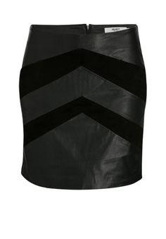 Dieser hochwertige Lederrock gehört in die Garderobe jeder Frau - Du kannst Ihn sowohl klassisch mit einer Bluse als auch lässig mit einem Jersey Shirt kombinieren.
