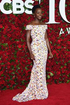 Lupita_Nyong'o_Tony_Awards vestido longo colorido