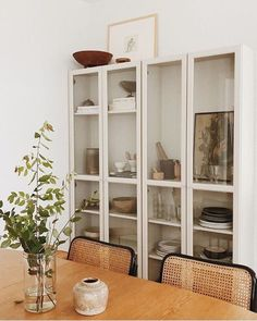 Get inspired by these dining room decor ideas! From dining room furniture ideas, dining room lighting inspirations and the best dining room decor inspirations, you'll find everything here! Dining Room Storage, Dining Room Design, Dining Room Furniture, Ikea Dining Room, Shelves In Dining Room, Kitchen Dining, Wicker Dining Chairs, Ikea Furniture, Room Kitchen