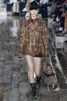 Christian Dior Resort 2019 Fashion Show Collection: See the complete Christian Dior Resort 2019 collection. Look 4