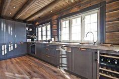 I love this striking photo Open Plan Kitchen Living Room, New Kitchen, Cabin Homes, Log Homes, Log Home Kitchens, Grey Cabinets, Kitchen Cabinets, Banquette, Cottage Design