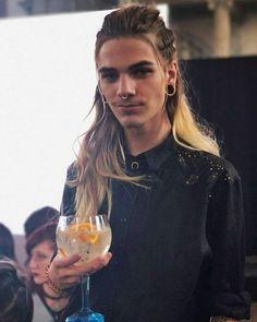 Nils Kuiper, Pretty People, Beautiful People, Men Hair Color, Look Man, Boho Hairstyles, Pretty Men, Hair Hacks, Hair Lengths