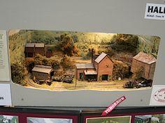 Ho Train Layouts, N Scale Layouts, Ho Trains, Model Trains, Garden Tree House, Ship In Bottle, Model Railway Track Plans, Model Magic, Christmas Village Display