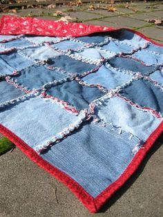Quiltsy: Comfy Repurposed Jeans Quilt - picnic??