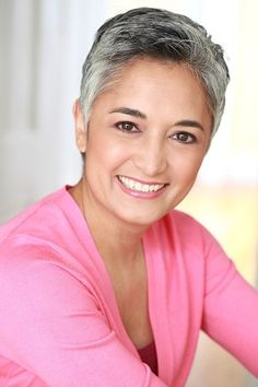 YVETTE // silver gray.  Cute face .. looks good in spite of super butch haircut.  Good idea to wear a pretty color.  No harsh grays or blacks here.
