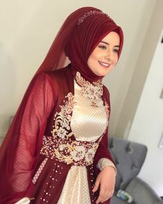Henna dress You can find different rumors about the real history of the marriage dress; tesettür First Narration; Islamic Fashion, Muslim Fashion, Hijab Fashion, Indian Fashion, Girl Fashion, Beautiful Dress Designs, Most Beautiful Dresses, Bridal Hijab, Pakistani Bridal