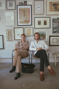 This is us! Reddi for biznis Kinfolk Style, Hanging Art, Living Spaces, Living Rooms, Editorial Fashion, This Is Us, Gallery Wall, Poses, Portrait