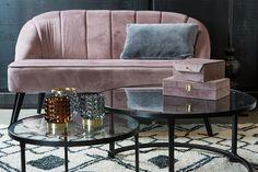 נותנים כבוד לקפה: כל הדרכים לשדרוג חוויית הקפה בבית | בניין ודיור Love Seat, Tables, Chairs, Couch, Furniture, Home Decor, Homemade Home Decor, Mesas, Sofa