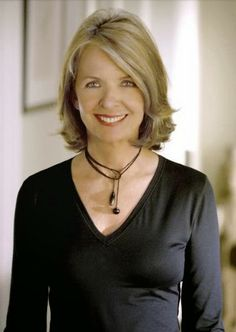 Diane Keaton in Is she married or dating a new boyfriend? Does Diane Keaton have tattoos? Cabelo Diane Keaton, Diane Keaton Hairstyles, Medium Hair Styles, Short Hair Styles, Corte Y Color, Ageless Beauty, Great Hair, Hair Dos, Cute Hairstyles