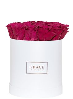 Handgemachte Flowerbox mit haltbaren Rosen, die bis zu drei Jahre blühen. Schnell und sicher online bestellen. One Shoulder, Women, Fashion, Moda, Women's, Fashion Styles, Woman, Fasion