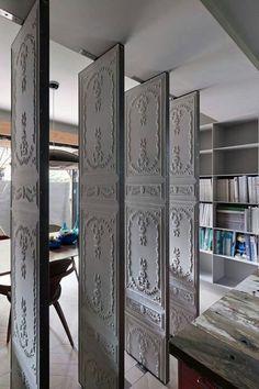 Swivel partition panels in vintage look - Wohn/Esszimmer - Zimmereinrichtung Design Studio, House Design, Design Design, Modern Design, Design Ideas, Casa Magnolia, Anaglypta Wallpaper, Embossed Wallpaper, Wallpaper Panels