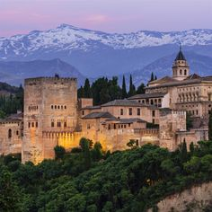 Link to Lonely Planet site for Granada, including the Alhambra Sierra Nevada, Lonely Planet, Naher Osten, Belle Villa, Islamic Architecture, Spain And Portugal, Cool Countries, Moorish, Spain Travel