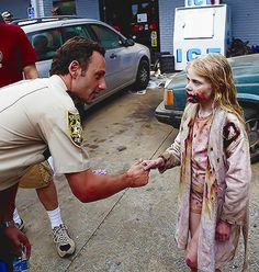 Behind the scenes on Walking Dead with little zombie girl... this pic made me chuckle :]