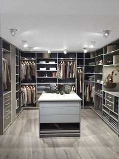 Walk In Closet Ideas - Seeking some fresh ideas to remodel your closet? See our gallery of leading luxury walk in closet layout ideas as well as pictures. Walk In Closet Small, Walk In Closet Design, Bedroom Closet Design, Master Bedroom Closet, Closet Designs, Walk In Robe Designs, Bedroom Decor, Walking Closet, Closet Layout