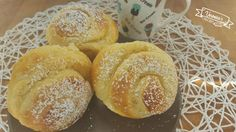 Vi consiglio queste golosissime merendine per la colazione o la merenda. Che racchiudono al suo interno una crema deliziosa alla vaniglia.