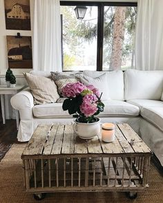 www.steelandstars.com This is something different in your living room. A very nice combination. by: That Coffee Table || Jessica Anderson (@andersonfarmstead_6)