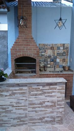 Área da churrasqueira com bancada Brick Bbq, Balcony Bar, Barbacoa, My Dream Home, Kitchen Decor, Deck, Loft, Backyard, Architecture