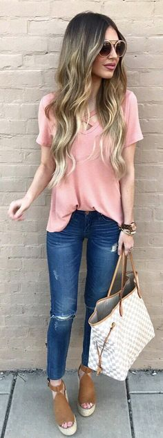 Style for over 35 ~ Pink Tee / Ripped Skinny Jeans / White & Grey Checked Tote Bag / Brown Sandals Platform