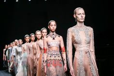 The Fall 2016 Valentino collection is here and celebrated the style and grace of ballerinas