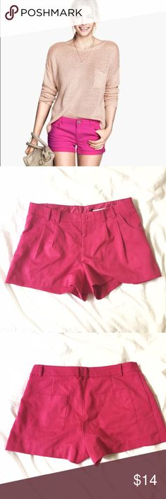 H&M Pink Shorts with Pockets! Pink pleated shorts with matching button and pockets. Brand new with tags. Never worn. Please note cover photo is slightly different style. For inspiration. Measures 32 inch low waist and 11.5 inches length. Size 6 H&M Shorts