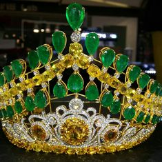 Stunning emerald , yellow sapphire & diamond crown by Lawan at Jewelry Trade Center Bangkok Thailand # lawannarsuk Silver Jewellery Online, Royal Jewelry, Emerald Jewelry, Custom Jewelry, Silver Jewelry, Bling Jewelry, Jewelry Accessories, Jewelry Necklaces, Handmade Jewelry