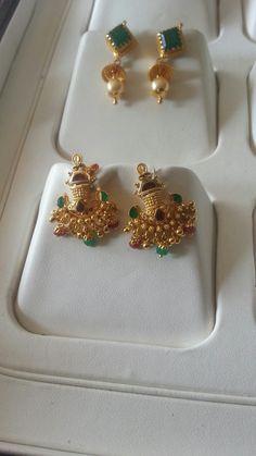 Gold Jhumka Earrings, Jewelry Design Earrings, Gold Earrings Designs, Gold Jewellery Design, Necklace Designs, Gold Jewelry Simple, India Jewelry, Jewelry Patterns, Stud Earrings