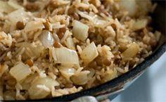 Receitas de pratos para acompanhar a ceia de Natal: arroz com lentilha, salada de frango, farofa e outras sugestões.