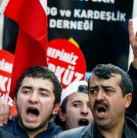 El lenguaje  y la religión son dos elementos importantes del puente que une la madre patria y su diáspora de 6,5 millones de ciudadanos turcos contra la diáspora armenia, dijo el Viceprimer Ministro de Turquía Bekir Bozdag.