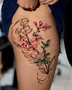 @romaytheart is amazing at mixing abstract and realistic flowers. Send us email to book a consultation. #firstclassnyc