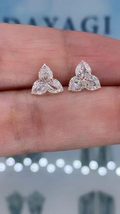 Jewelry Design Earrings, Gold Earrings Designs, Tiny Earrings, Ear Jewelry, High Jewelry, Unique Earrings, Cute Jewelry, Diamond Solitaire Earrings, Diamond Earing