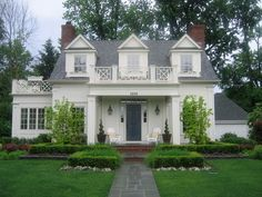 Things That Inspire:Noted in pinterest as Churchill Cottage, Birmingham, Michigan.  Design by Sears Architects.