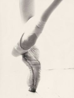 Ballerina Needs. I love dancing, but I kind of had the ballerina inside of me squashed when I was little. I could at least try some more dancing. Ballerina Feet, Ballet Feet, Ballet Dancers, Dancers Feet, Ballet Class, Dance Like No One Is Watching, Just Dance, Dance Photos, Dance Pictures