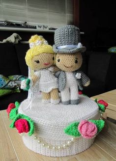 Crocheted Wedding Cake Gift Box