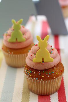 Easter cupcake with easter chocolate bunny: 2,5€/each. Cupcake de pascua con el conejito de chocolate: 2,5€/ud.  www.facebook.com/martinazuricaldaybilbao